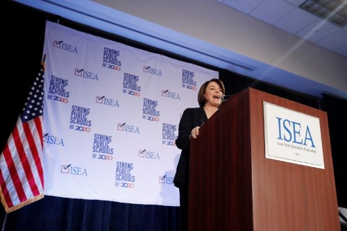 2020 Democratic White House hopefuls court teachers in pivotal Iowa