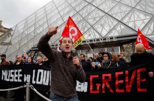 Art lovers face Louvre lock-out as staff join pension strike