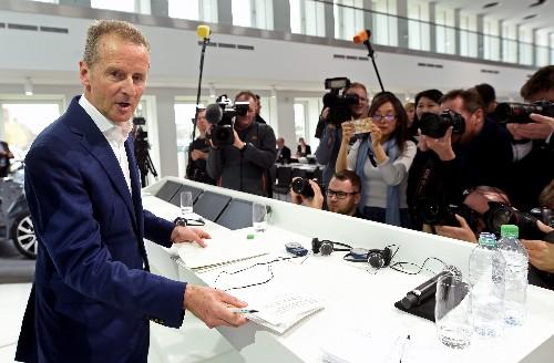 Scheuer geht bei E-Mobilität auf Konfrontationskurs zu VW