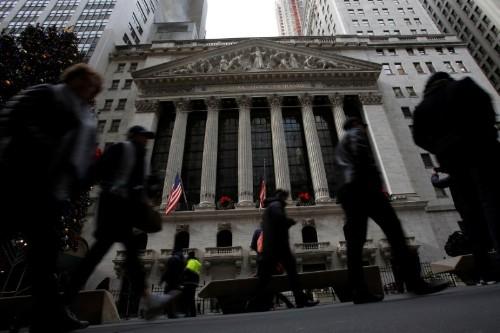 Wall Street ouvre en légère baisse, les distributeurs reculent