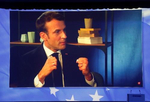 """EUROPÉENNES: Emmanuel Macron exhorte à """"ne pas voter contre"""""""