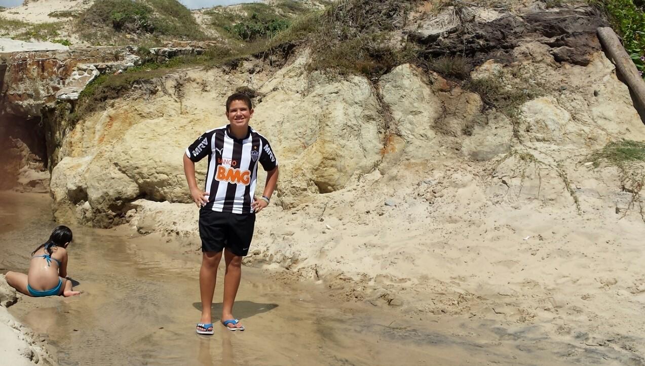 Fortaleza, gruta na praia das fontes