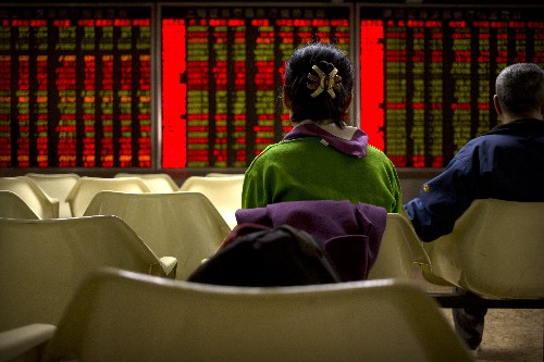World markets mostly lower as investors await Fed report