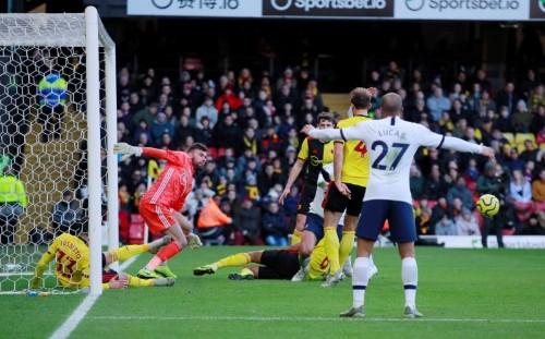 Deeney misses penalty as Watford stifle Spurs in goalless draw