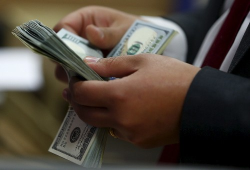 Dollar holds near two-and-a-half-week peak on higher yields, trade tensions