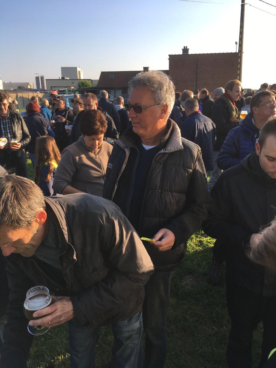 Tijdens de Dauwtrip 2016 proefden de Dauwtrippers in Belle bieren gebrouwen door Denderbelse hobbybrouwers. (Zeer lekker vonden de deelnemers)