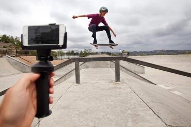 Bluetooth iPhone grip goes further than any selfie stick can