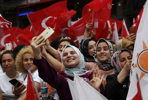 Istanbul's candidates in re-run of mayoral election