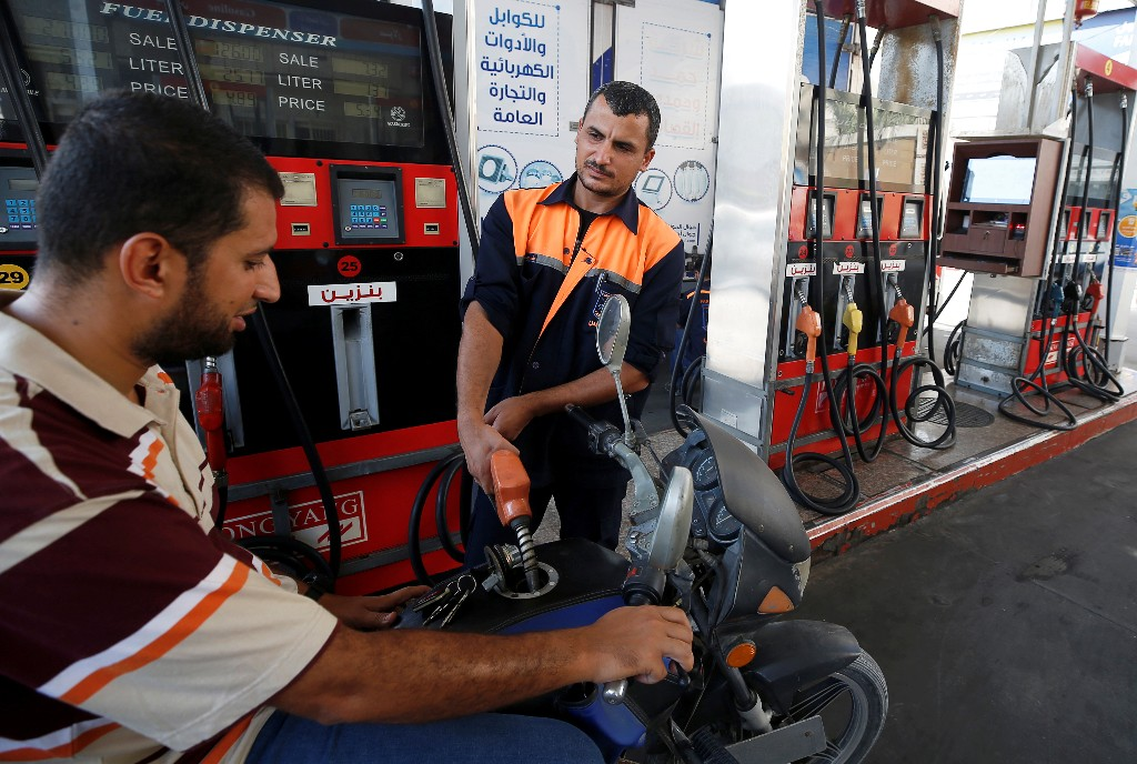 Israel halts fuel shipments to Gaza over fire balloons