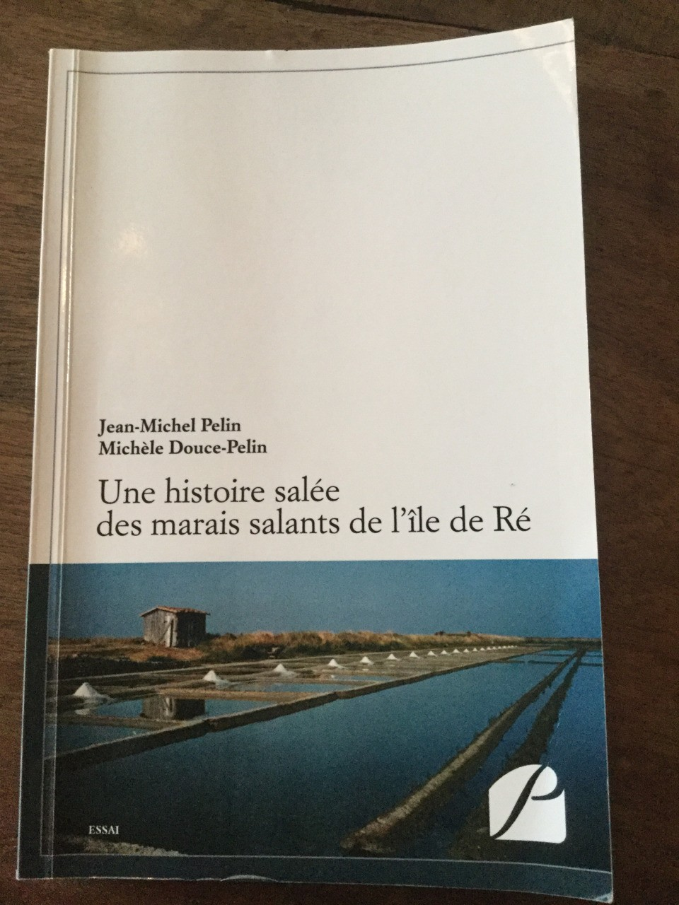 "A ""history"" of the exploitation of the salt marshes of the Île de Ré, almost entirely uncontaminated by objectivity, yet redeemed as a read by its relentlessly acrimonious tone and its leitmotivistic vilification of the Mayor of Loix, who may or may not deserve it. I suspect the latter."