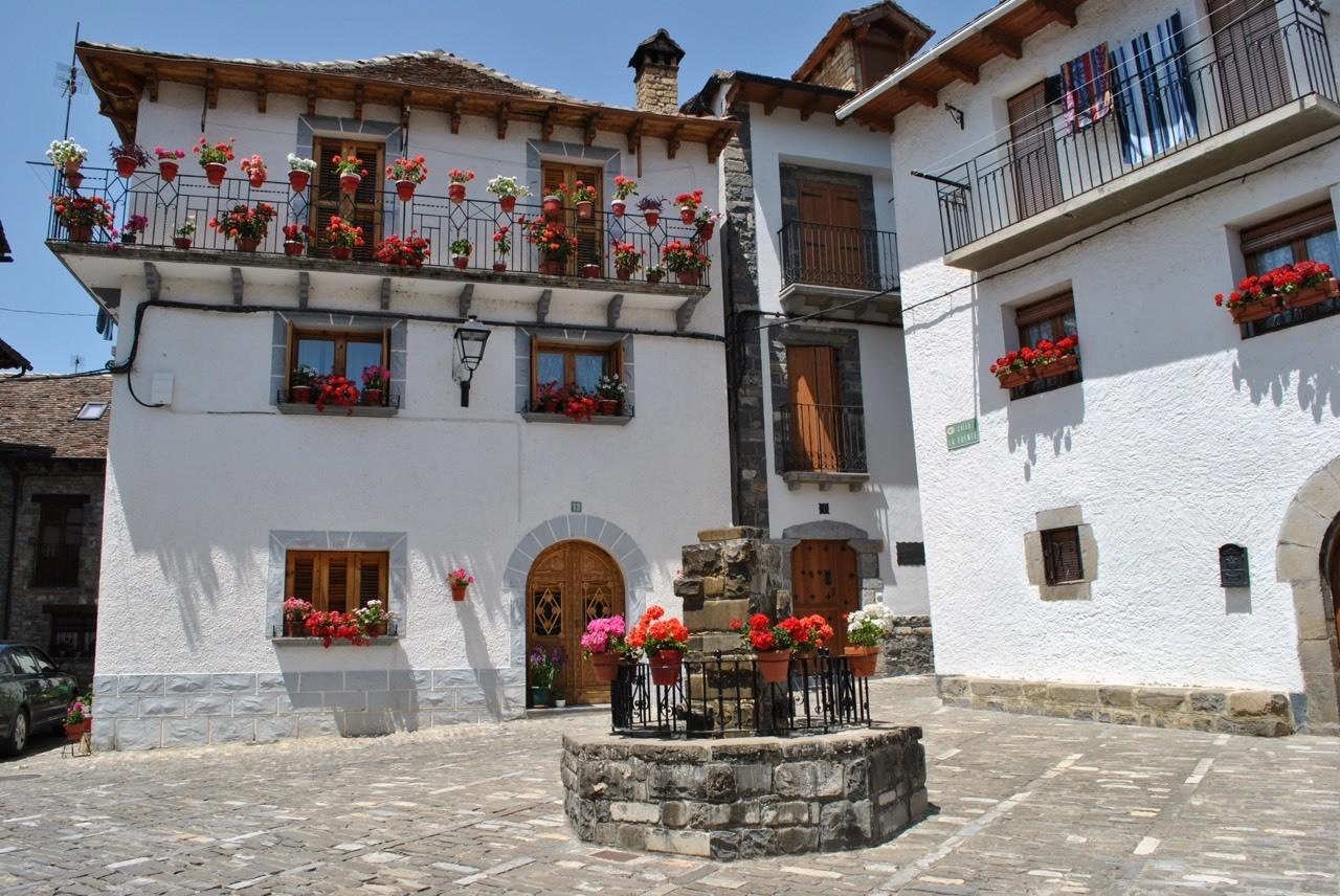 Ansó, catalogado como uno de los pueblos más bonitos de España, ubicado en el Pirineo Aragonés.