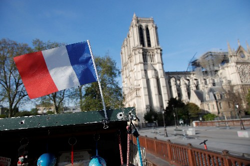 Macron lance le gigantesque chantier de reconstruction de Notre-Dame
