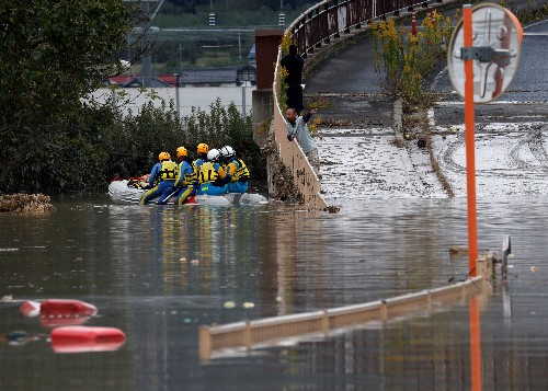 Dutzende Tote nach Taifun in Japan - Militär hilft bei Aufräumarbeiten