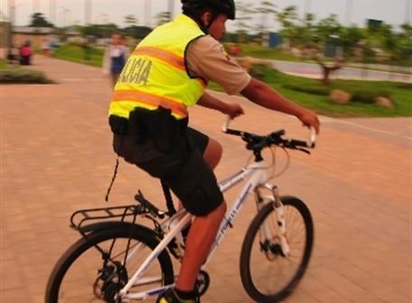 Policiclos En El Parque Samanes De Guayaquil