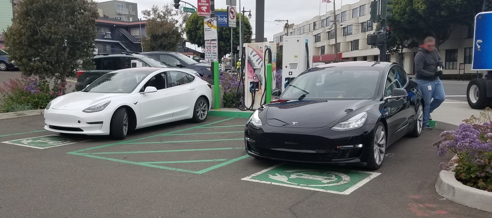 Two Tesla Model 3 prototypes spotted at a CCS/CHAdeMO charging station