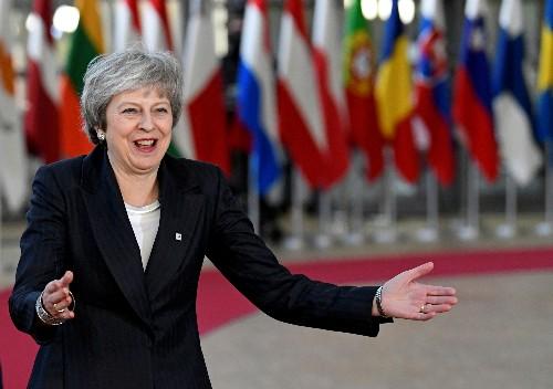 May pede ajuda à UE para tentar conseguir aprovação de acordo do Brexit