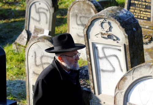 Pope condemns 'barbaric resurgence' of anti-Semitism