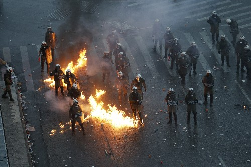 Greek protesters angry over Macedonia deal clash with police