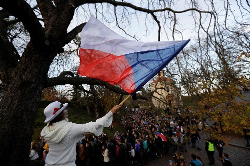 Czechs celebrate Velvet Revolution anniversary with music and marches