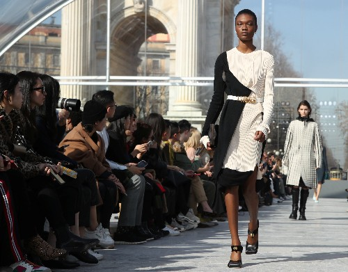 New Bottega Veneta designer Lee mixes modern and classic at Milan show