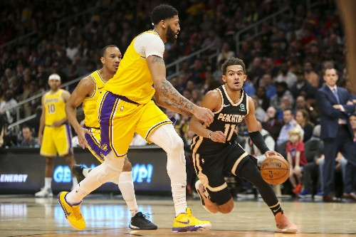 Lakers finally put away Hawks for seventh straight win