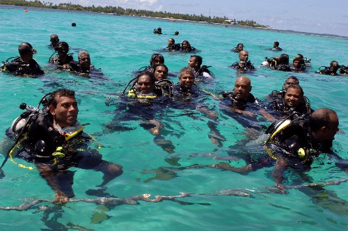 """We can't wait"": Maldives desperate for funds as islands risk going under"