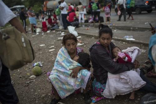 The Latest: Caravan splinters as it heads through Mexico