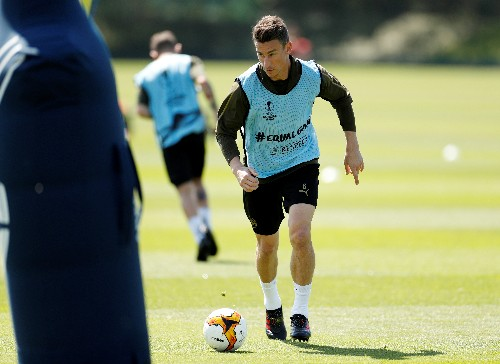 Arsenal's Emery waits for decision on Koscielny's future