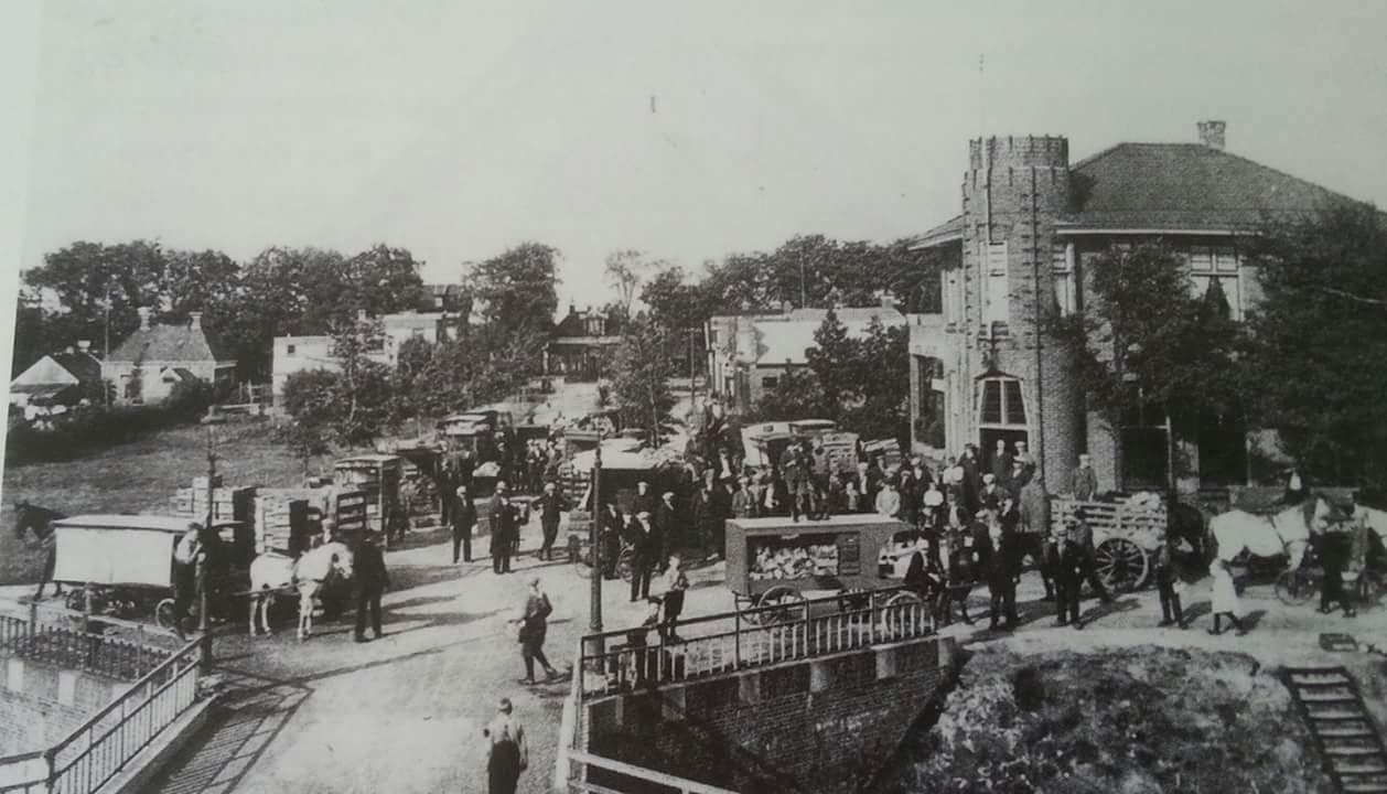 Groentemarkt stationsstraat 1930.