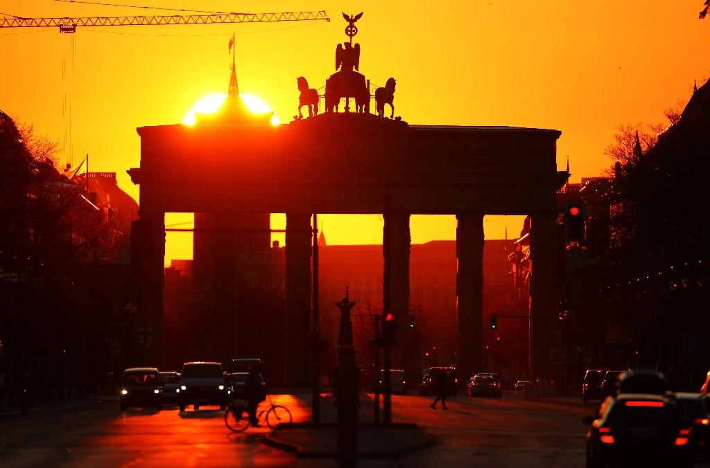 Deutsche Wirtschaft wächst in Rekordtempo - Doch Teil-Lockdown trübt Aussichten