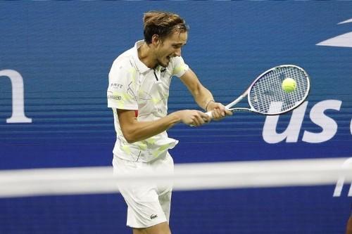 ATP roundup: Medvedev cruises in St. Petersburg