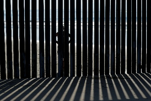 With shelters at 'max' California border agents drop migrants at bus station