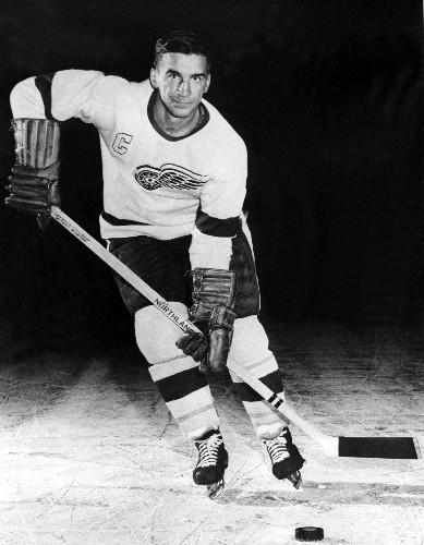 Red Wings great, NHL union pioneer Ted Lindsay dies at 93