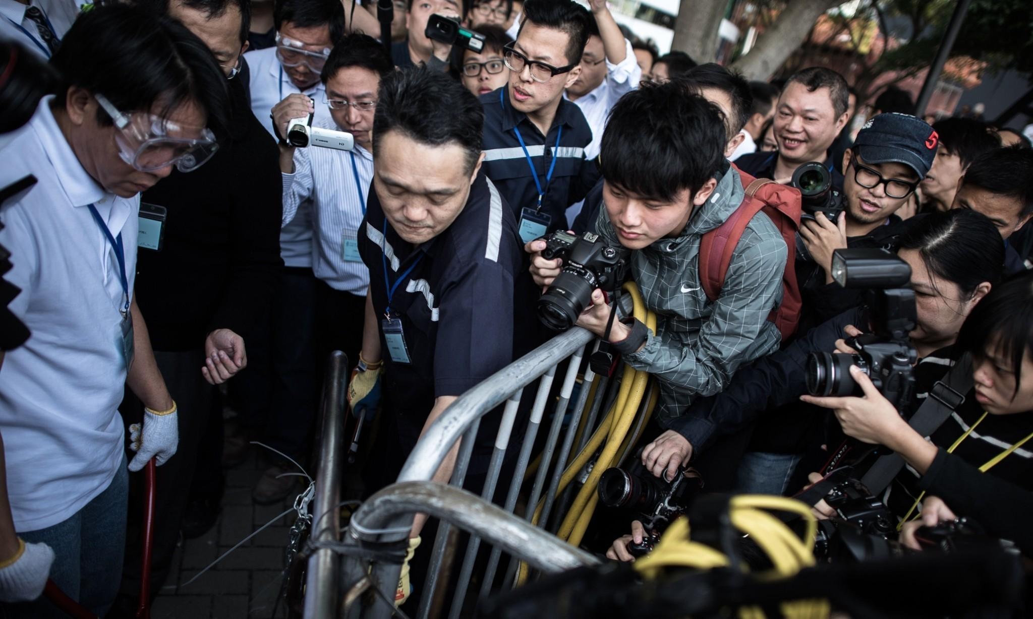 Hong Kong bailiffs clear protest site