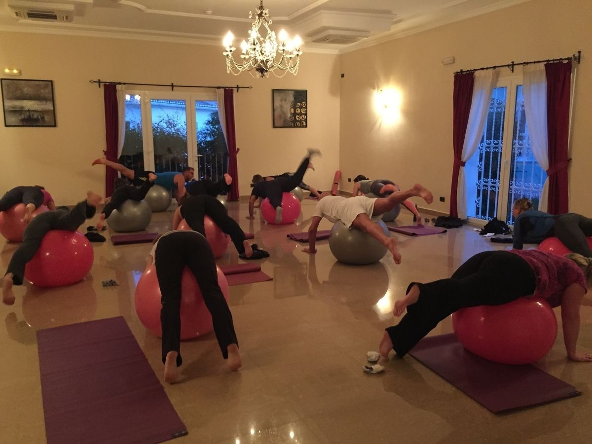 Stability ball class. Realbootcampspain /theultimateretreatcompany