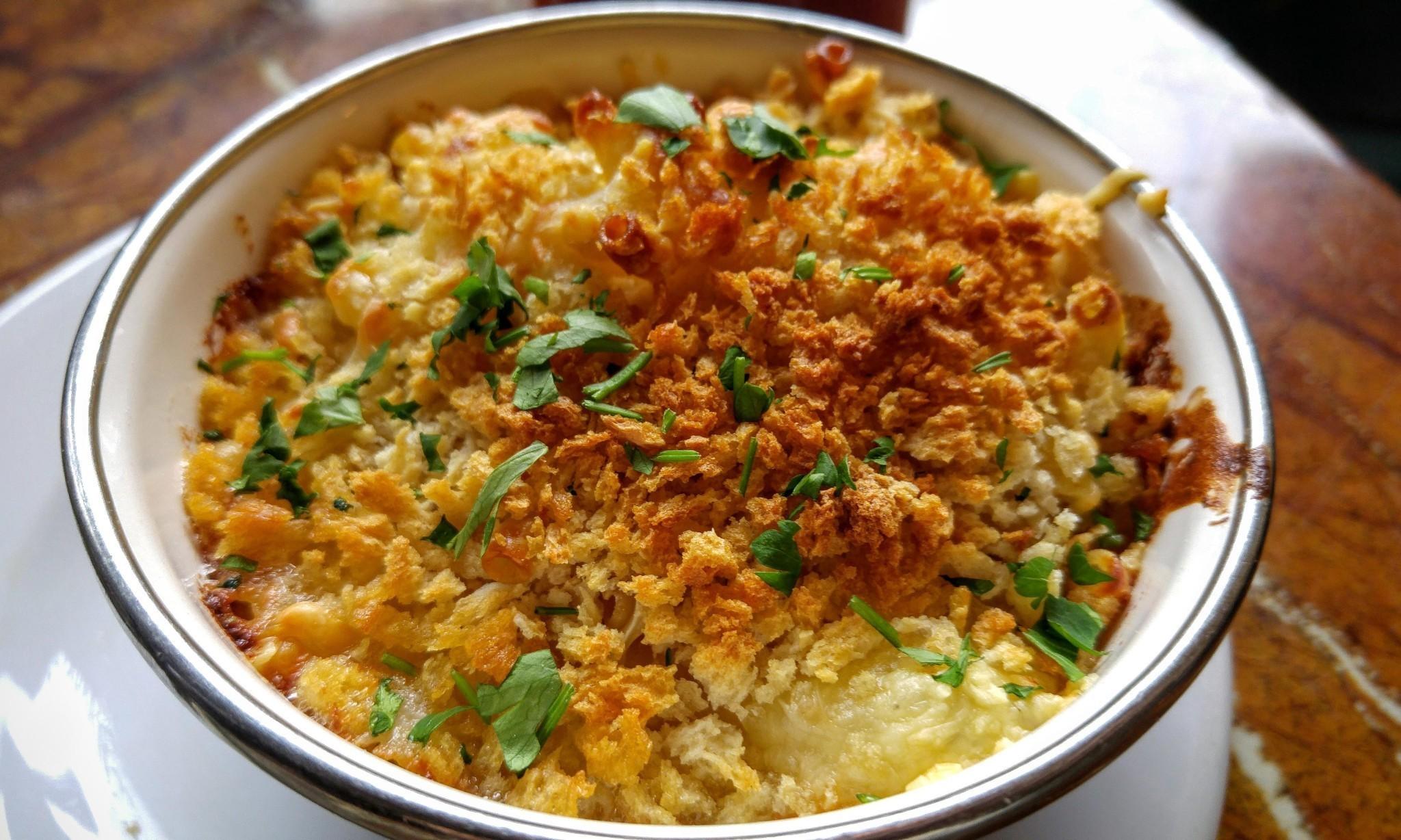 How to eat: macaroni cheese