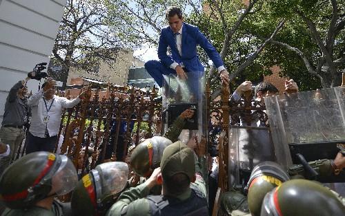 Fence-scaling Venezuela opposition leader rekindles his mojo