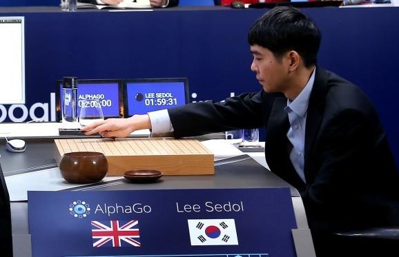 Go board game champion Lee Sedol finally beats Google's AI