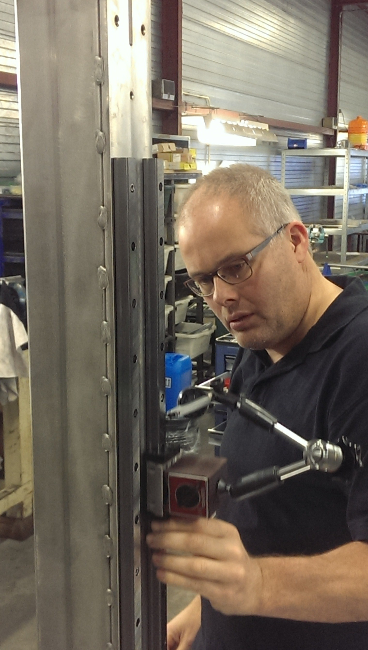 Stefan eliminats disalignment in the build of a stretch sleever system for the French market.