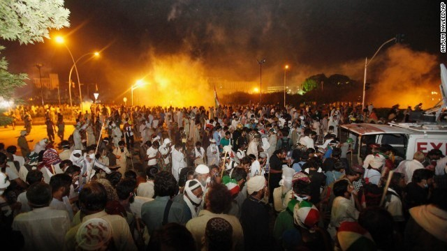 Pakistani PM refuses to resign, police fire tear gas at protesters