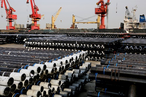 """Davos: China's exports """"not very encouraging"""" - senior official"""