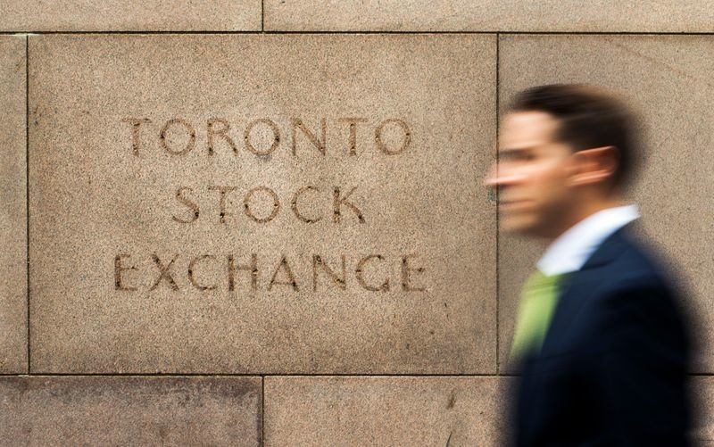 TSX rises on upbeat manufacturing data