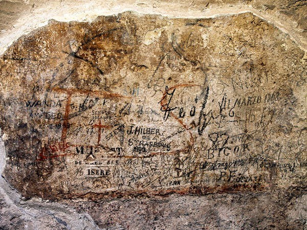What Does First-century Roman Graffiti Say?