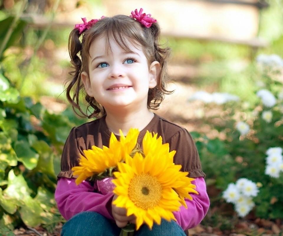 أبتسامة من القلب تجدد الحياة و تحي اﻷمل و تكسب قلوبآ طالما كنا نراها حجرآ فالحياة تحتاج أبتسامة...