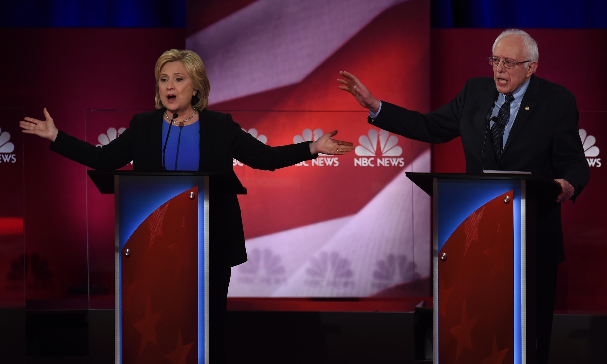 Clinton and Sanders duel on Wall Street and healthcare in Democratic debate