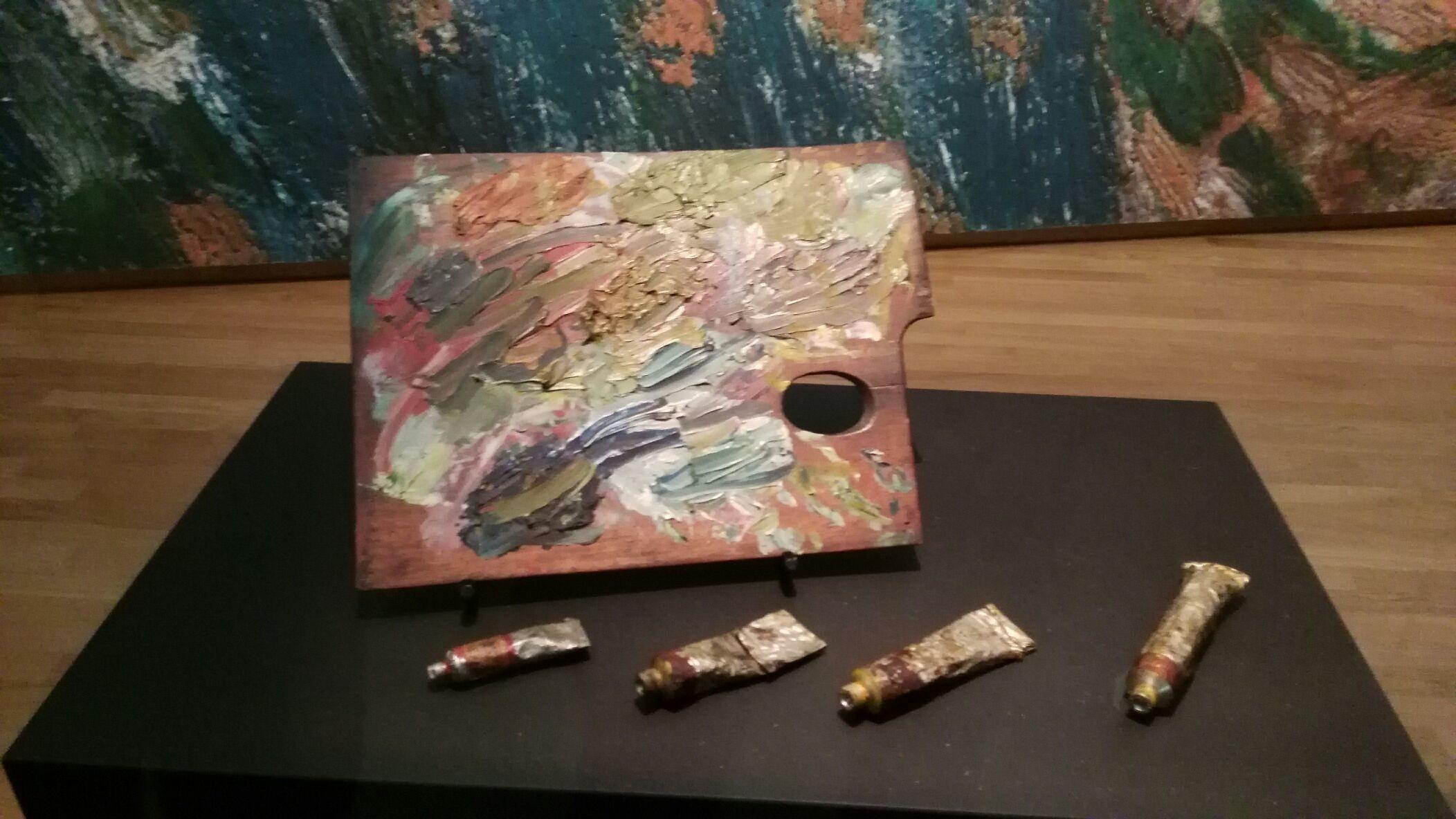 Vincent Van Gogh Museum: strumenti di pittura di Van Gogh. Museo stupendo ma mancante di alcuni pezzi: Notte stellata e Ritratto del dottor Gaschet ma non so se il secondo quadro esista ancora.