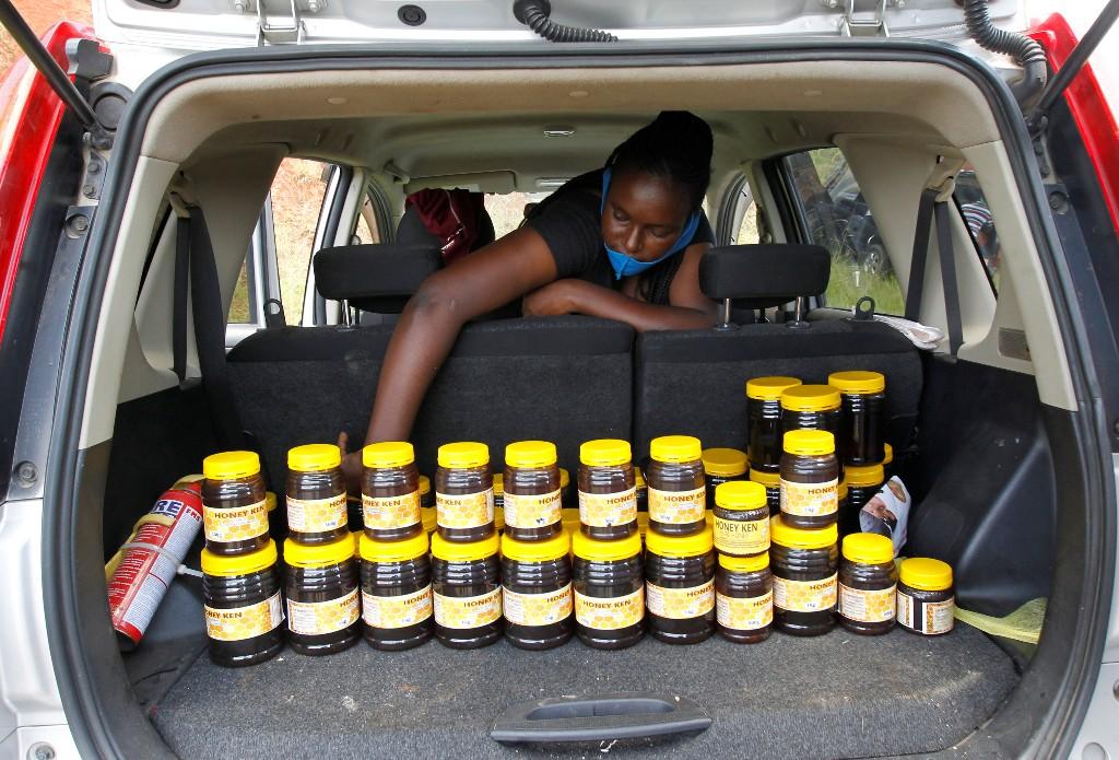 Hit by coronavirus, Kenyans turn to car boot commerce