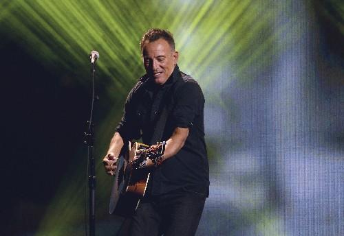 Bruce Springsteen surprises Irish pub patrons in Boston