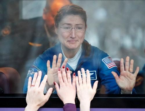 Caminhada espacial feminina histórica é marcada para sexta-feira na Estação Espacial Internacional