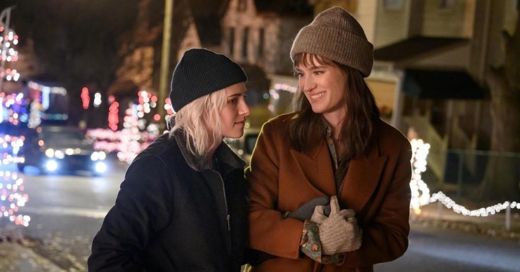 Watch: Kristen Stewart & Mackenzie Davis Test Their Movie Couple Knowledge